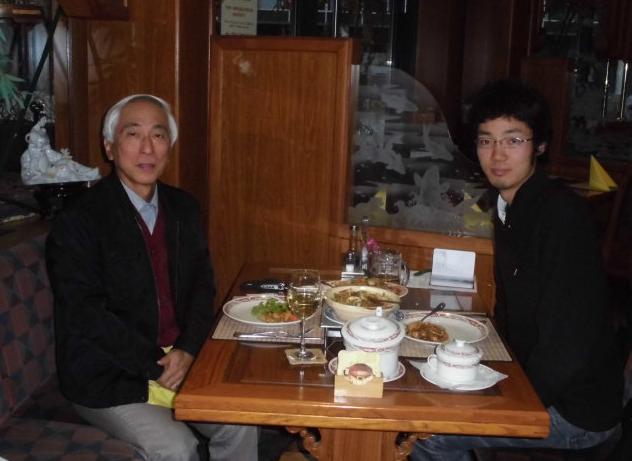 ドイツKarlsruheのrestaurantにおいて会食対談。2013年10月12日